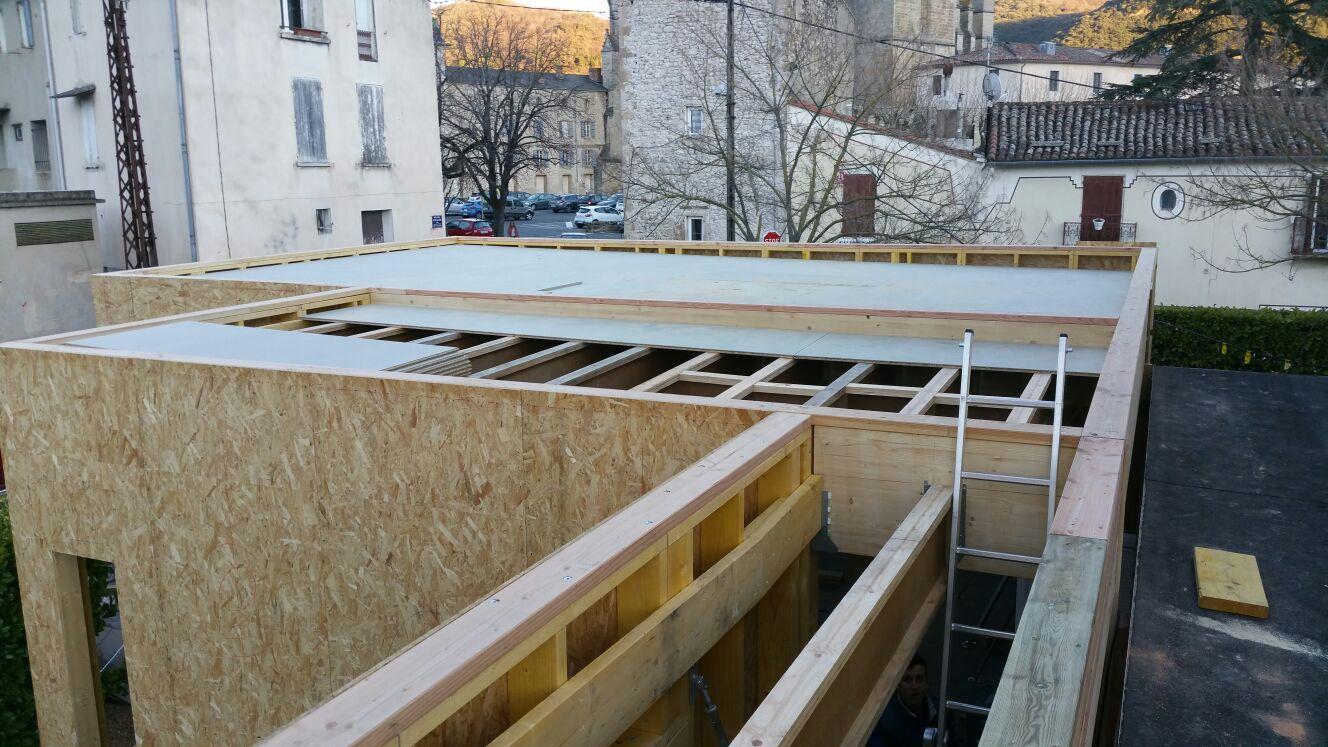 Ossature bois avec toit terrasse isolation exterieure et bardage equitone lod ve 34 for Construction bois 49